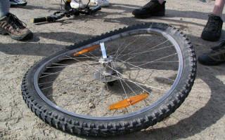 Восьмерка на колесе велосипеда — 2 проверенных способа исправления