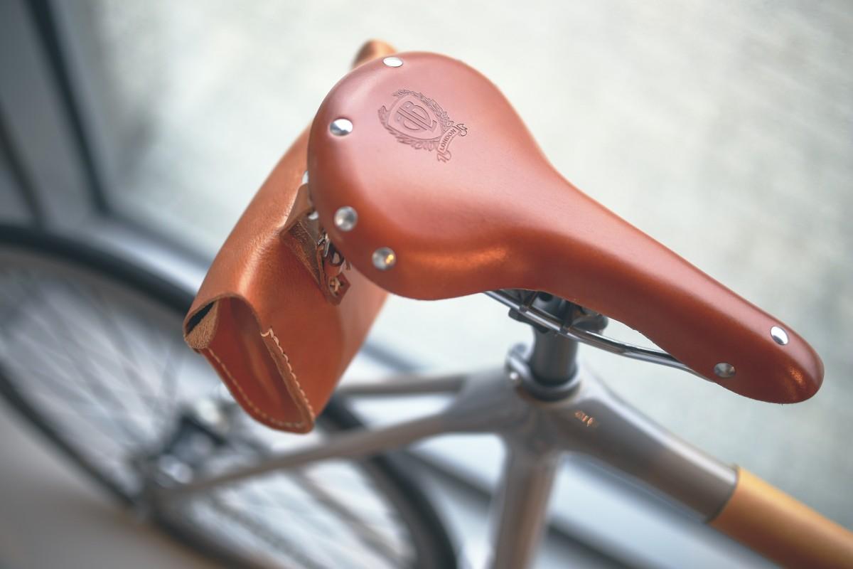 https://c.pxhere.com/photos/e1/cd/bicycle_saddle_bicycle_bike_saddle_brown_leather_vintage_retro-722573.jpg!d