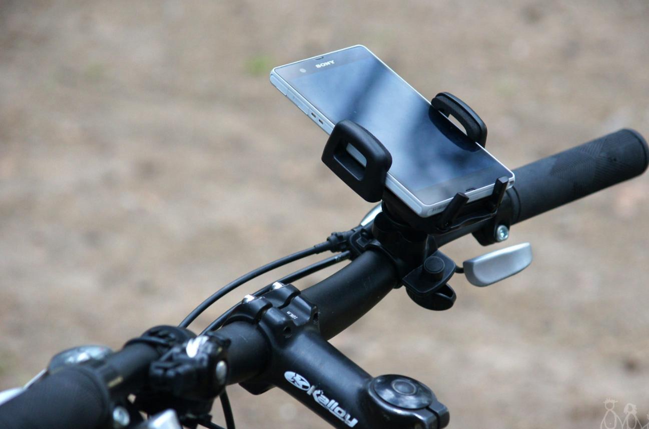 Крепеж для смартфона на велосипед