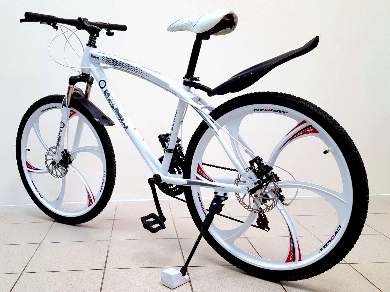 велосипед BMW на литых дисках Meigao
